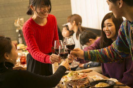 誕生日パーティー飲み会★貸切・特別・感動を!何名様でも1H3200円→8名の利用で1名あたり400円!